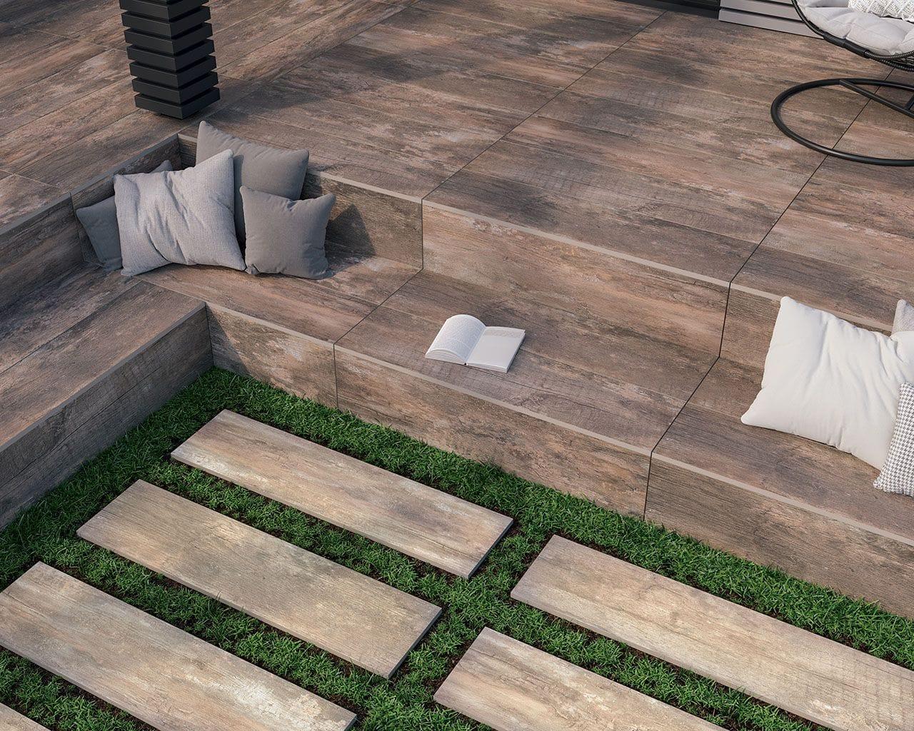 deski drewniane z ceramiki, taras z poduszkami