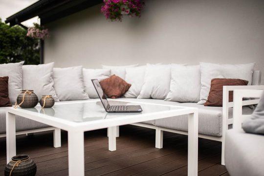 Modułowe meble tarasowe w kolorze białym